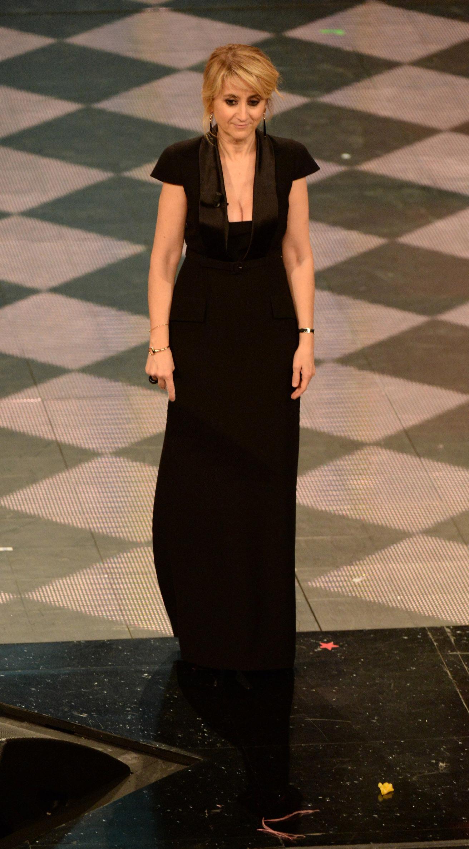 Tutti vestono Sanremo  15 abiti nella storia del Festival - Snap Italy c95f5ee0b2e
