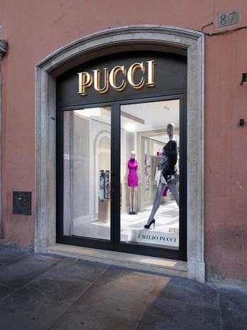 727ee9f338 Ancora, possiamo proseguire verso Piazza del Popolo, percorrendo Via del  Babuino (da molti considerata la nuova Via dei Condotti), con i suoi negozi  di ...