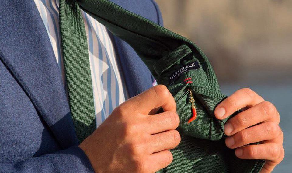 63e73d35b6b6 Ulturale Napoli  le cravatte che parlano napoletano - Snap Italy
