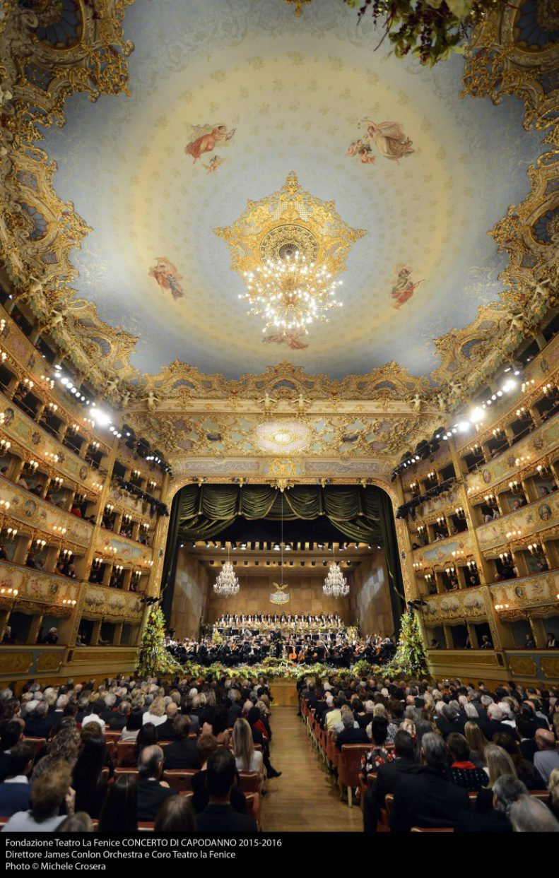 Historical theatre in italy 4 places of worship tainted for Fenice design sedie ufficio