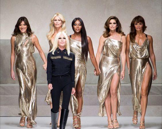 new style f8c81 3fee5 Donatella Versace: 64 anni all'insegna dello stile - Snap Italy